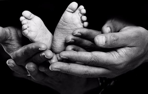 familien-fotoshooting-neubiberg-hands