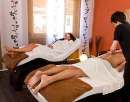 Romance Wellness für Paare Partnerbad, afrikanische Steinmassage und asiatische Gesichtsmassage - 120 Minuten