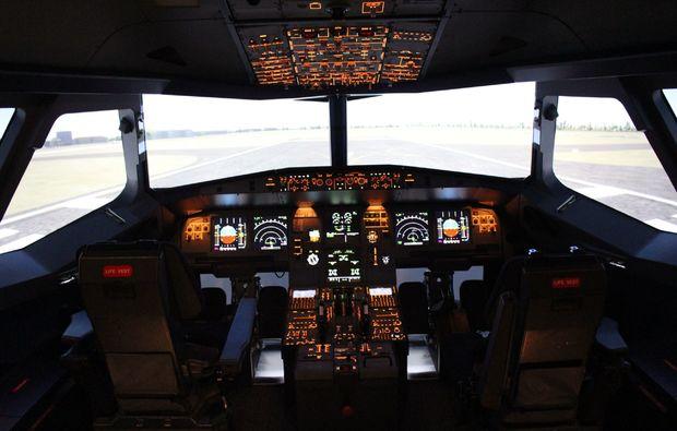 traumtag-fuer-zwei-berlin-airbus-innenraum-simulator