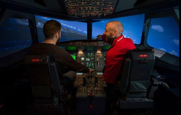traumtag-fuer-zwei-berlin-flugsimulator-airbus320-einfuehrungbg6