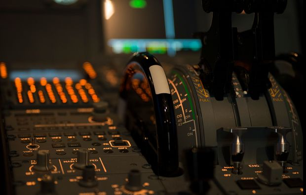 traumtag-fuer-zwei-berlin-flugsimulator-airbus320-innenausstattungbg7