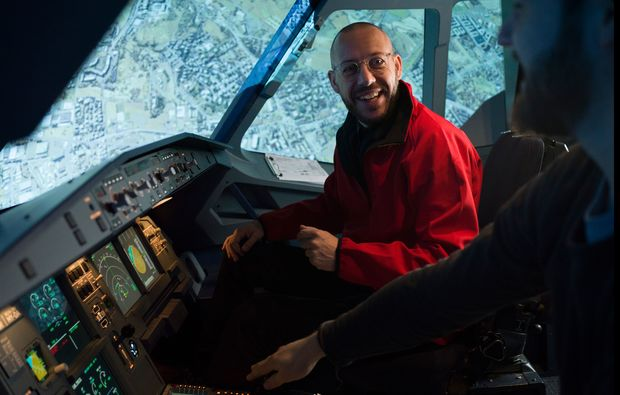 traumtag-fuer-zwei-berlin-flugsimulator-airbus320-instruktorbg4