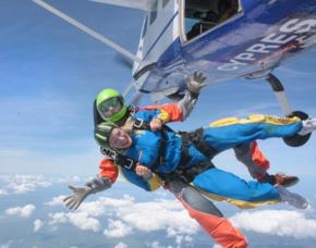Fallschirm-Tandemsprung   Hohenlockstedt Sprung aus ca. 4.000 Metern - ca. 30-60 Sekunden freier Fall