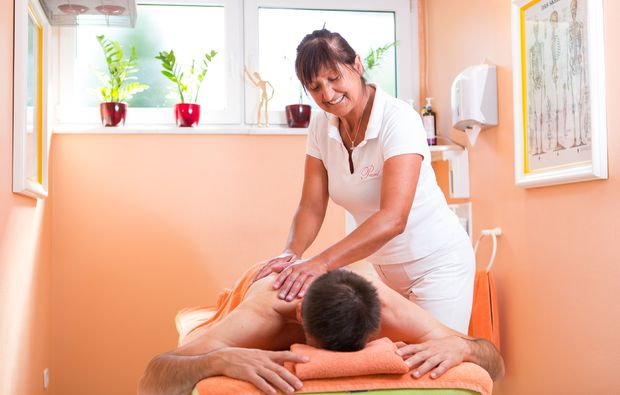 kraeuterstempelmassage-bad-fuessing-reflexzonenmassage