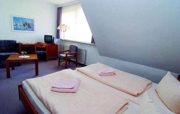 kurzurlaub-am-meer-gross-stroemkendorf-schlafzimmer