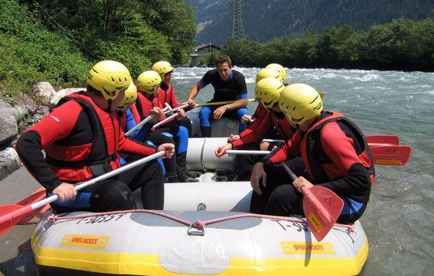 schlauchboot-tour-mayrhofen-fluss