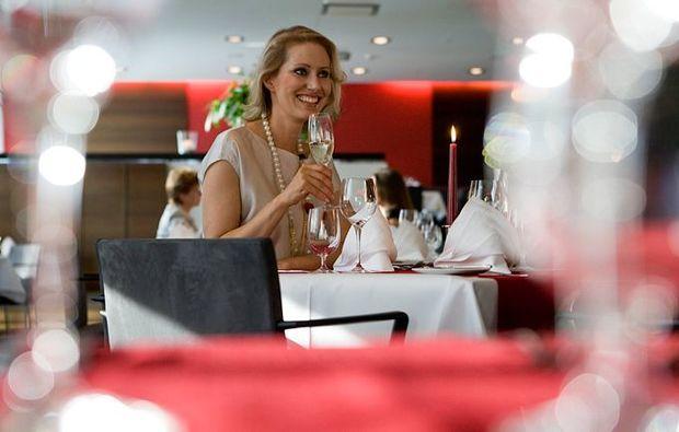 traumtag-fuer-zwei-stuttgart-candle-light-dinner