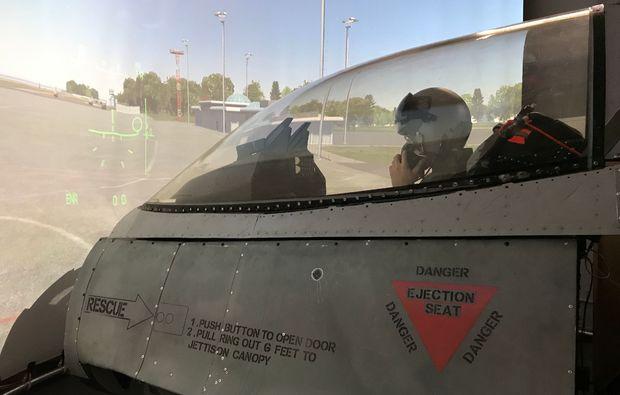 f16-kampfjet-flugsimulator-muenchen-pilot