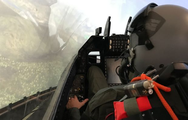 flugsimulator-muenchen-erlebnis-f16-fliegen