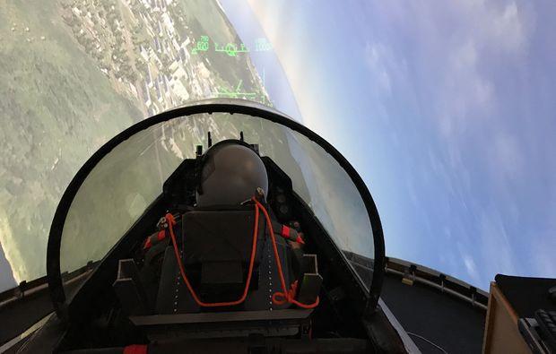 flugsimulator-muenchen-pilot-f16-kampfjet