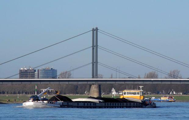 duesseldorf-motorboot-fahren