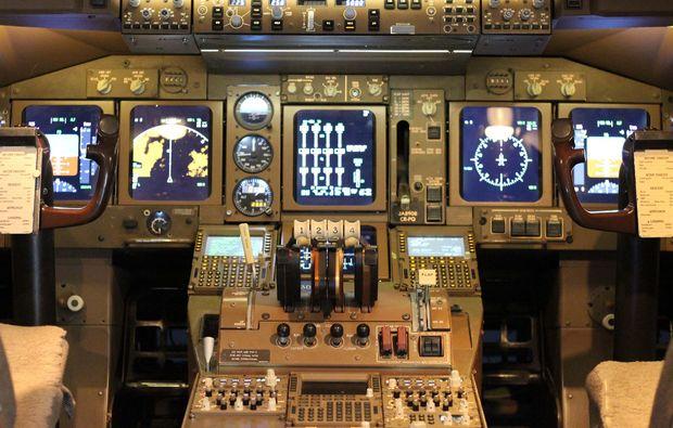 flugsimulator-boeing-koeln-cockpit