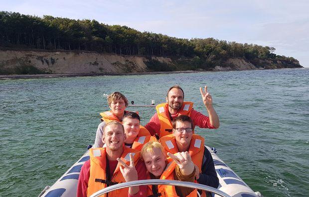 speedboot-fahren-warnemuende-familie1482150796
