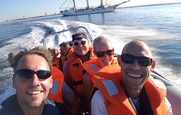 speedboot-fahrt-warnemuende