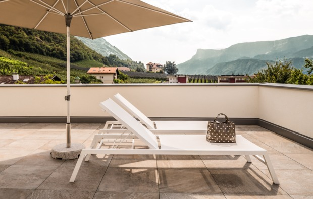 kurztrip-burgstall-bei-meran-terrasse