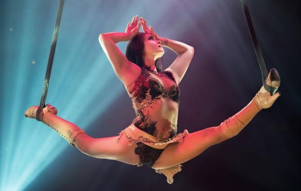 variete-shows-roncalli-duesseldorf-artistin