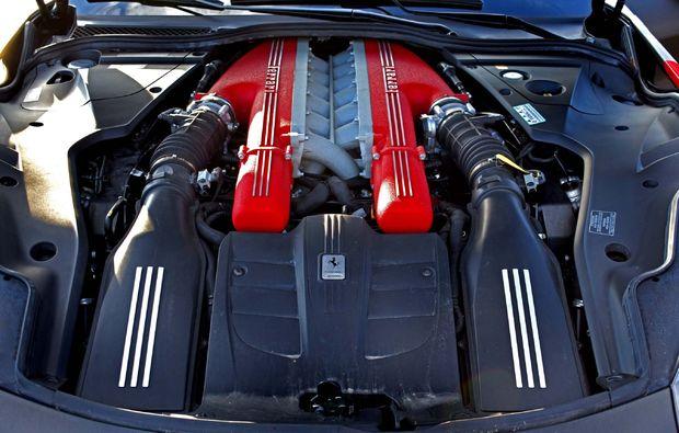 supersportwagen-f12-tdf-fahren-jueterbog-motor
