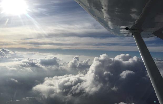 rundflug-ultraleicht-flugzeug-kamenz-wolkendecke