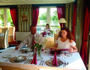 2x2 Übernachtungen inkl. Erlebnis - Duna Relax & Event Hotel - Ráckeve Duna Relax & Event Hotel - Weine zum Abendessen