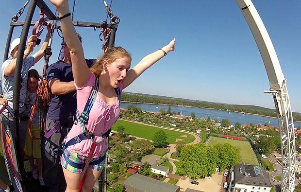bungee-jumping-ueber-wasser-havel
