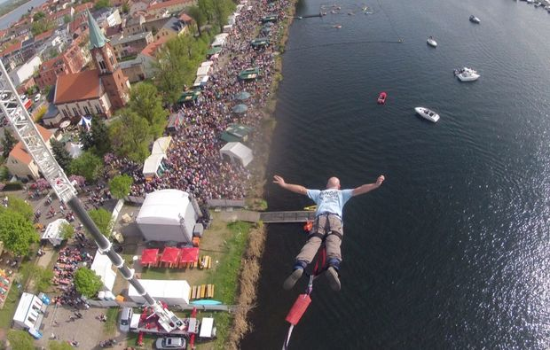 bungee-jumping-ueber-wasser-werder