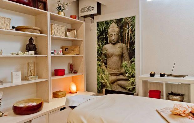 klangschalenmassage-augsburg-massagezimmer