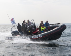Speedboot fahren - Lübecker Bucht - ca. 30 Min. Lübecker Bucht - ca. 30 Min.