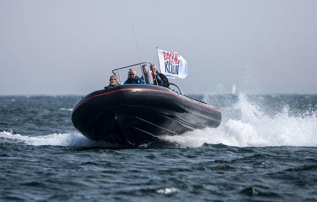 speedboot-fahren-neustadt-in-holstein-motorboot