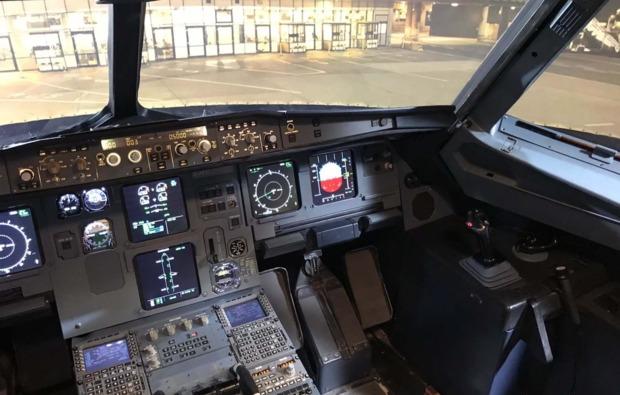 flugsimulator-hamburg-cockpit