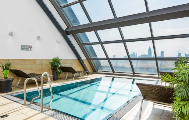 wellnesshotel-frankfurt-am-main-pool
