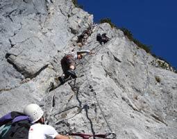 Klettersteig Salzburg : City wall in salzburg lädt zum kletterspaß stadt