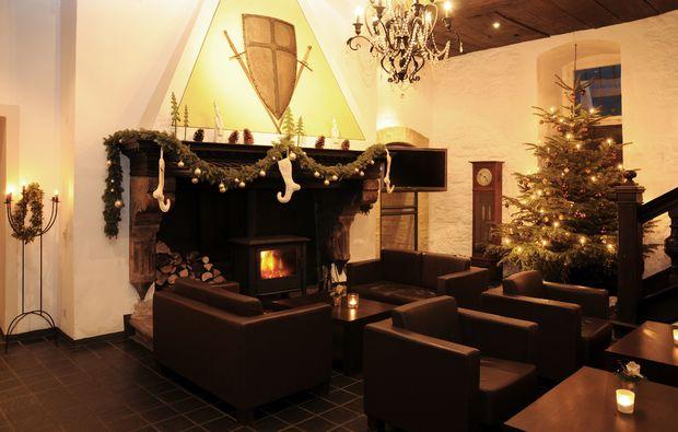 schlosshotel-blomberg-kaminhalle