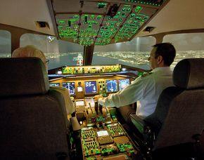 Flugsimulator - Boeing B777 - 1 Stunde inkl. Flughafenbesichtigung Boeing B777 - 120 Minuten - inklusive Flughafenbesichtigung