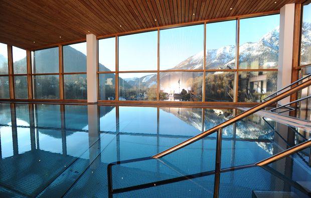 wellness-wochenende-deluxe-bad-aussee-schwimmbad
