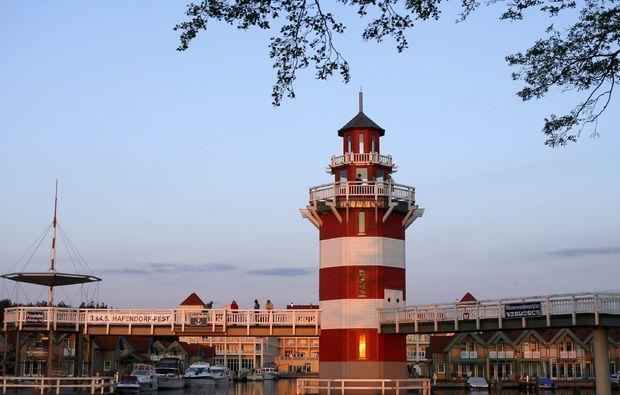 motorboot-fahren-rheinsberg-leuchturm