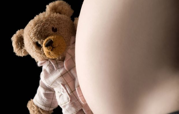babybauch-fotoshooting-innsbruck-teddy-bear