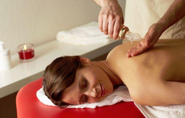 hot-stone-massage-wuerselen-erlebnisgeschenk