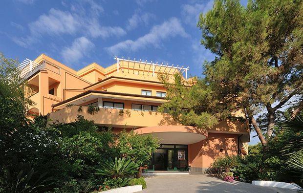 hotel-meer-italien-41511445716