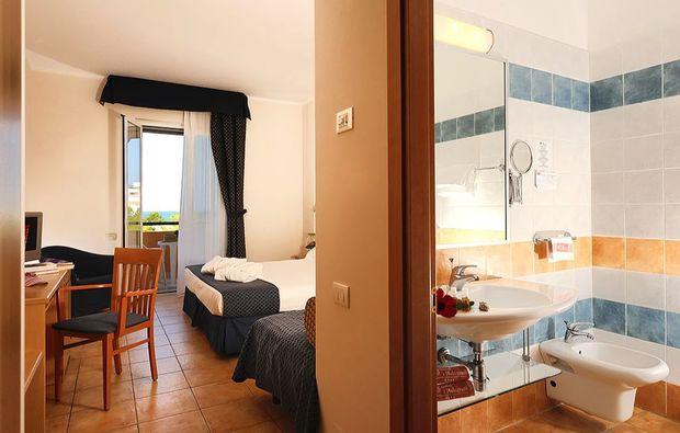 hotel-meer-italien-61511445738