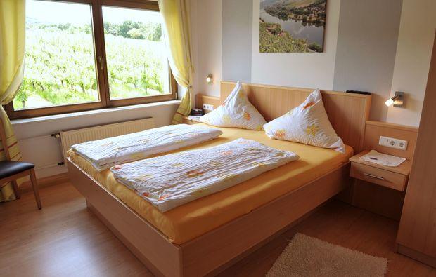 zauberhafte-unterkuenfte-erden-schlafzimmer