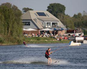 Wasserski - 2,5 Stunden Bernsteinsee, inklusive Essen  – ca. 4 Stunden