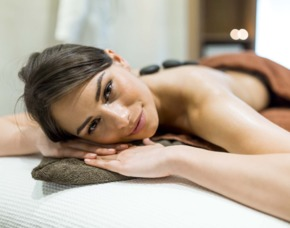 Hot Stone Massage - Laatzen Massage mit Basaltsteinen