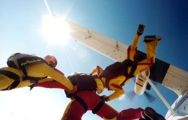 fallschirm-tandemsprung-miltenbergmainbullau-flugzeug