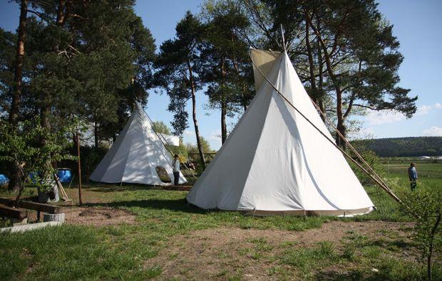 tipi-uebernachtung-schoenbrunn-natur