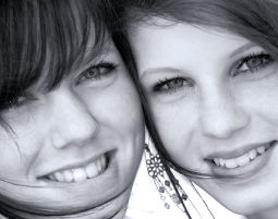 Bestfriends-Fotoshooting bis zu 2 Personen, 12 Prints, ca. 2-3 Stunden
