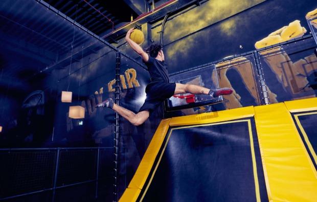 funsport-trampolin-dortmund-action