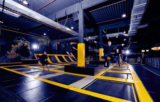 funsport-trampolin-dortmund-springen