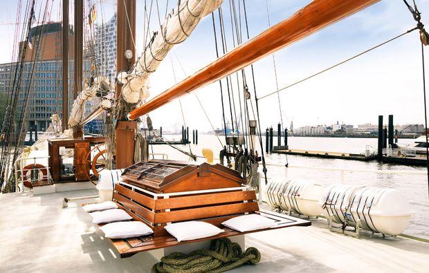 segeln-dinner-travemuende-segelboot