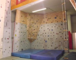 schnupperkletterkurs-kinder-matten