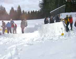 Iglu bauen - ca. 6 Stunden inkl. Schneeschuhwanderung und Käsefondue - 6 Stunden